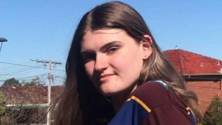 L'écolière Zoe Hosking est également portée disparue. Pic: Facebook