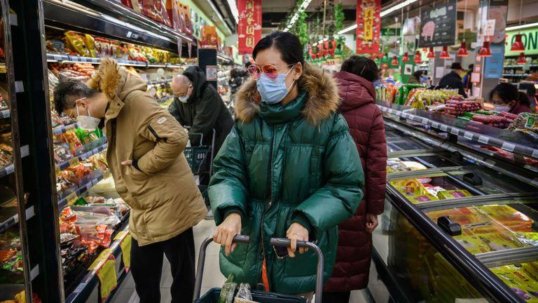 Les gens à travers la Chine sont en état d'alerte élevé alors que le virus continue de se propager
