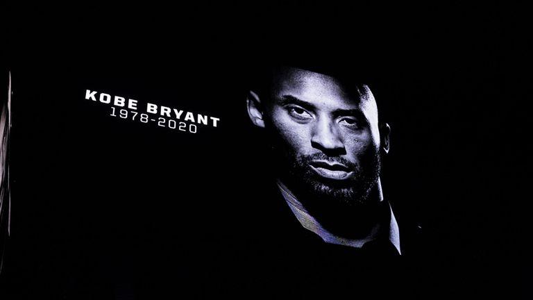 Une minute de silence a été observée avant le match entre les San Antonio Spurs et les Toronto Raptors