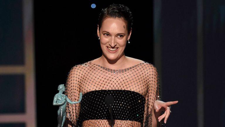 Phoebe Waller-Bridge accepte le prix pour la performance exceptionnelle d'une actrice dans une série comique pour Fleabag