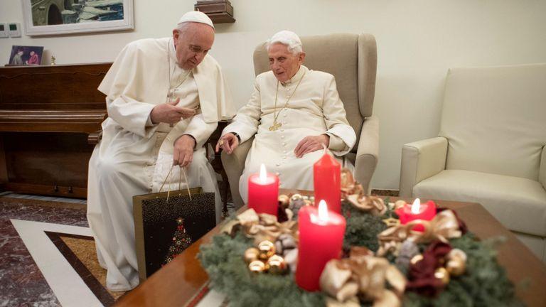 Le pape François et le pape Benoît