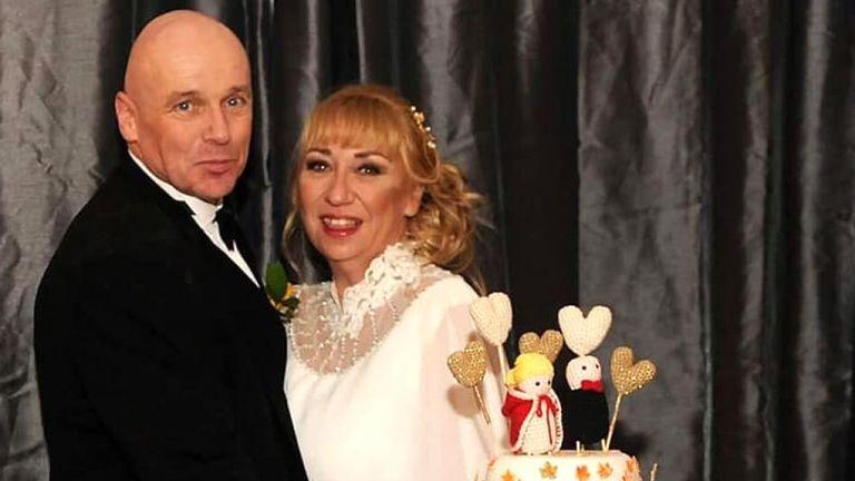 Alan Steele avec sa femme le jour de leur mariage