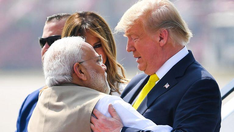 Les deux dirigeants se sont embrassés chaleureusement à l'arrivée de M. Trump