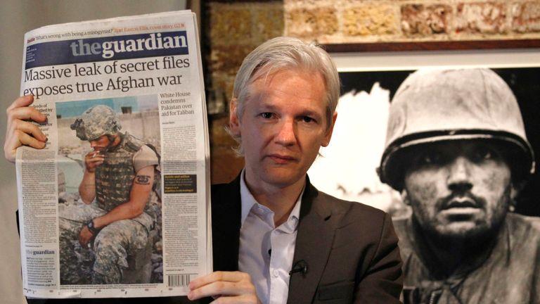 L'équipe juridique d'Assange a blâmé les fuites sur un livre de 2011 du journal Guardian sur WikiLeaks