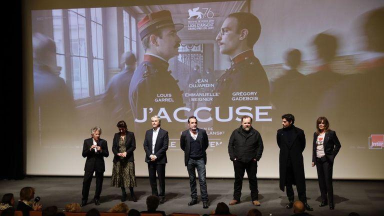 Polanski (L) avec le producteur et le casting de son film