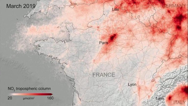 De nouvelles images satellites montrent que la pollution de l'air a diminué dans les zones urbaines à travers l'Europe pendant les fermetures pour lutter contre le coronavirus. La France plus polluée avant la pandémie