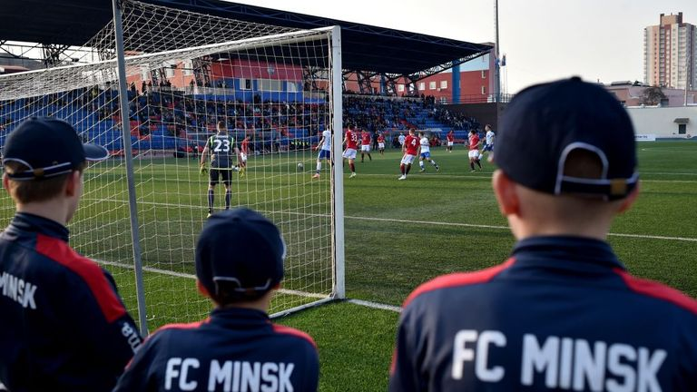 La Biélorussie n'a pas l'intention de reporter les matchs ou d'annuler la saison de football