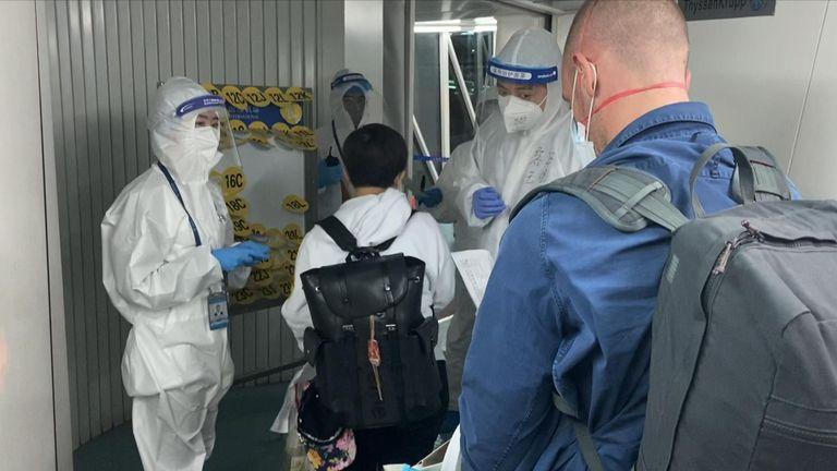 L'équipe Sky a été parmi les derniers ressortissants étrangers à arriver en Chine avant qu'une interdiction ne soit appliquée
