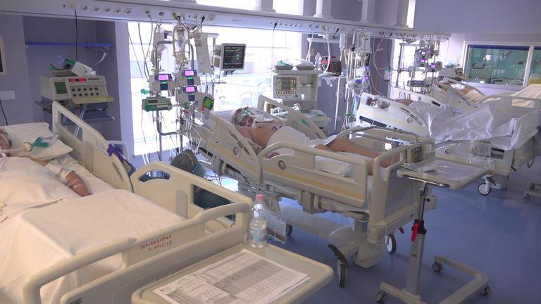 Salle de soins intensifs à l'hôpital en Lombardie, Italie