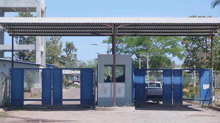 Une prison au Salvador où des femmes condamnées à perpétuité pour avortement vivent et travaillent