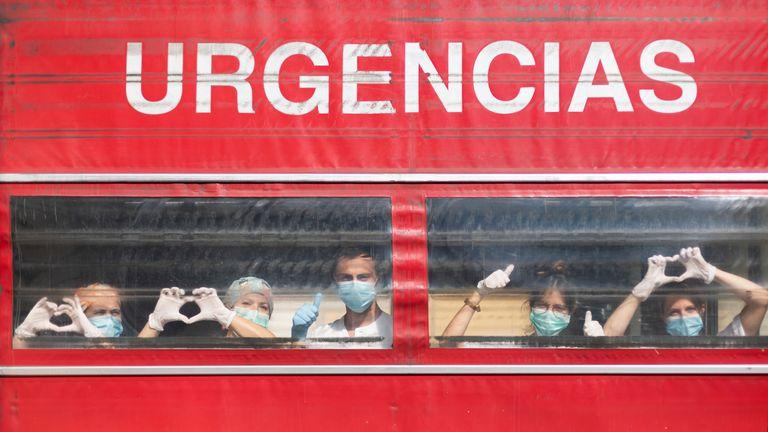 Un groupe d'agents de santé espagnols envoie un message d'espoir positif