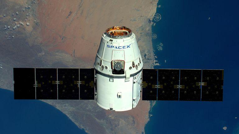 DANS L'ESPACE - 10 AVRIL: (UTILISATION ÉDITORIALE UNIQUEMENT) (PAS DE VENTE) l'astronaute Tim Peake de la Station spatiale internationale le 10 avril 2016. L'astronaute de l'ESA Tim Peake effectue plus de 30 expériences scientifiques et participe à de nombreuses autres expériences menées par des partenaires internationaux de l'ESA au cours de sa mission de six mois, nommée Principia, après Isaac Ne