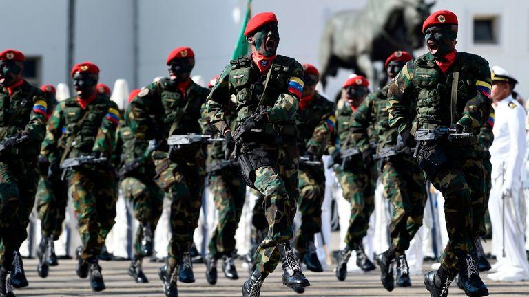 L'armée vénézuélienne a été invitée à rejoindre les rebelles