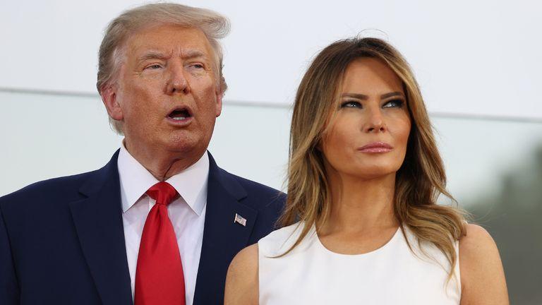 WASHINGTON, DC - 04 juillet: le président Donald Trump et la première dame Melania Trump participent à un événement sur la pelouse sud de la Maison Blanche le 04 juillet 2020 à Washington, DC.  Le président Trump accueille un