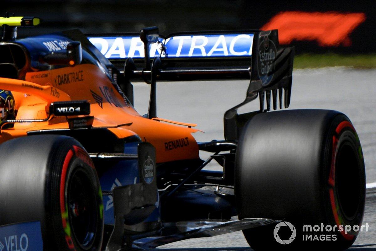 Détails du capot moteur McLaren MCL35