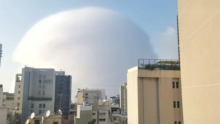 Une onde de choc lors d'une explosion à Beyrouth.  Pic: Karim Sokhn / Instagram / Ksokhn + Thebikekitchenbeirut