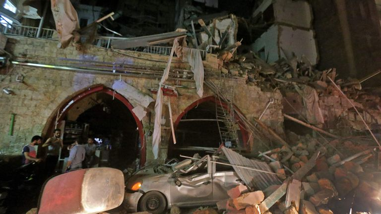 Une rue du centre de la capitale libanaise, Beyrouth, a été détruite par l'explosion