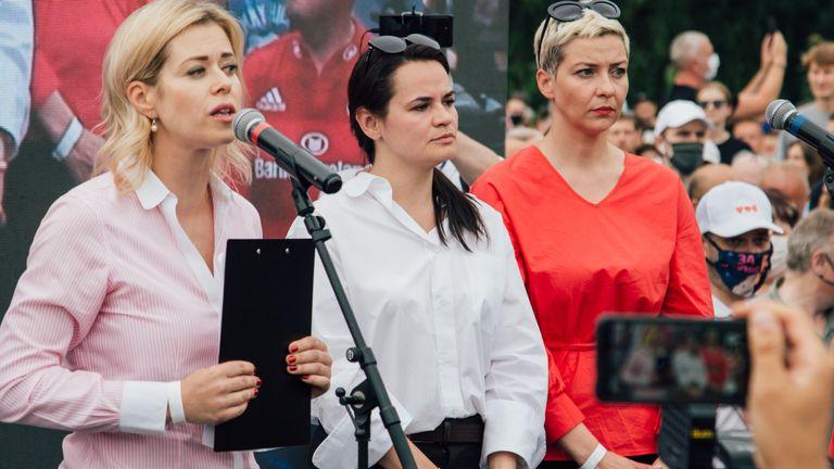 (De gauche à droite) Veronika Tsepkalo, la candidate présidentielle Svetlana Tikhanovskaya et Maria Kolesnikova en campagne à Minsk en juillet