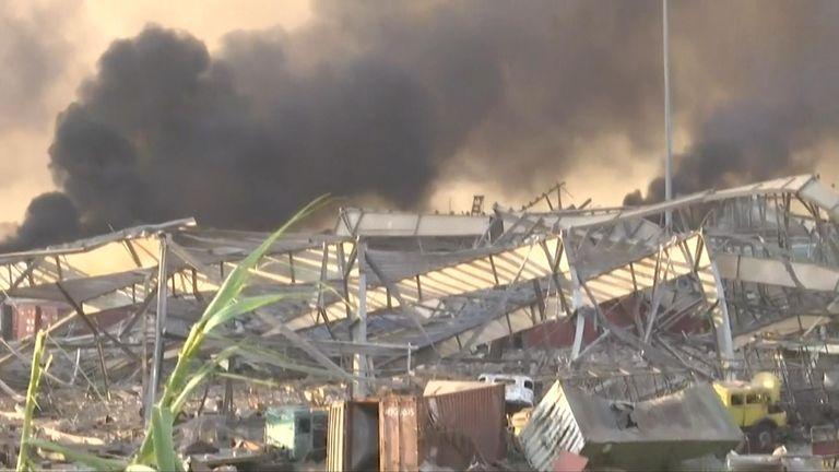 La fumée a rempli l'air après l'explosion