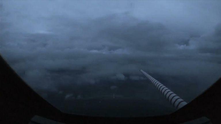 Un avion traverse l'ouragan Laura dans le golfe du Mexique avant son arrivée prévue.