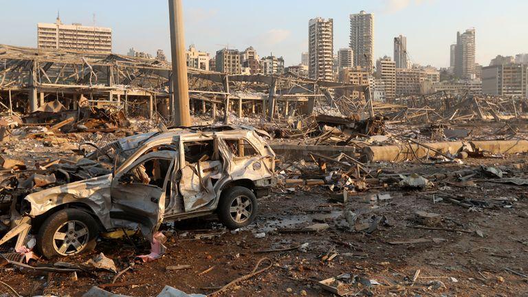 Un véhicule endommagé est vu sur le site d'une explosion à Beyrouth, au Liban, le 4 août 2020. REUTERS / Mohamed Azakir