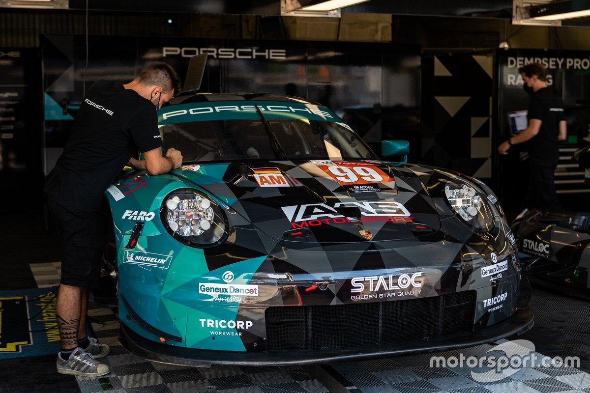 # 99 Dempsey-Proton Racing - Porsche 911 RSR: Vutthikorn Inthraphuvasak, Lucas Légeret, Julien Piguet