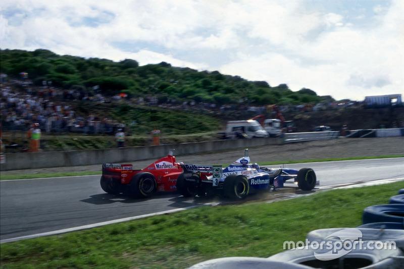 Michael Schumacher, Ferrari F310B transformée en Jacques Villeneuve, Williams FW19 Renault au Curva Dry Sack