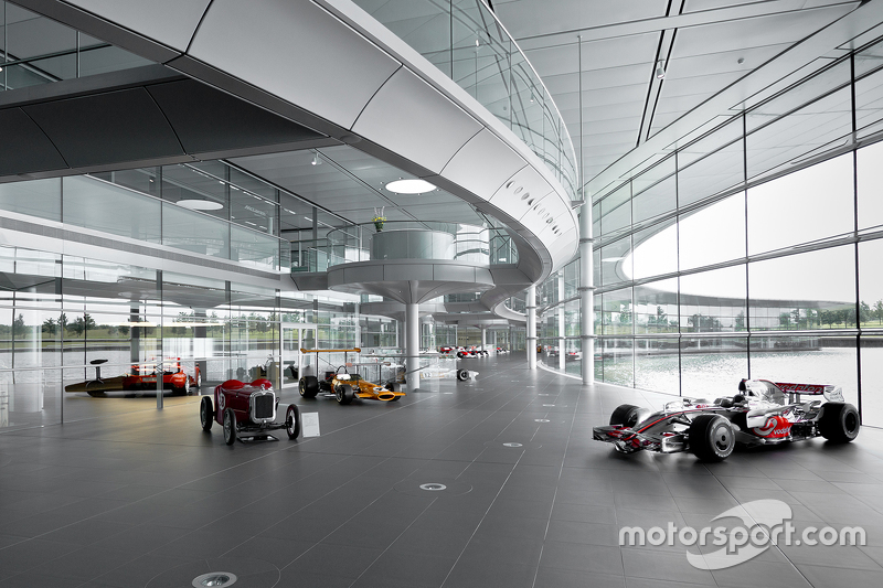 McLarens classiques au centre technologique