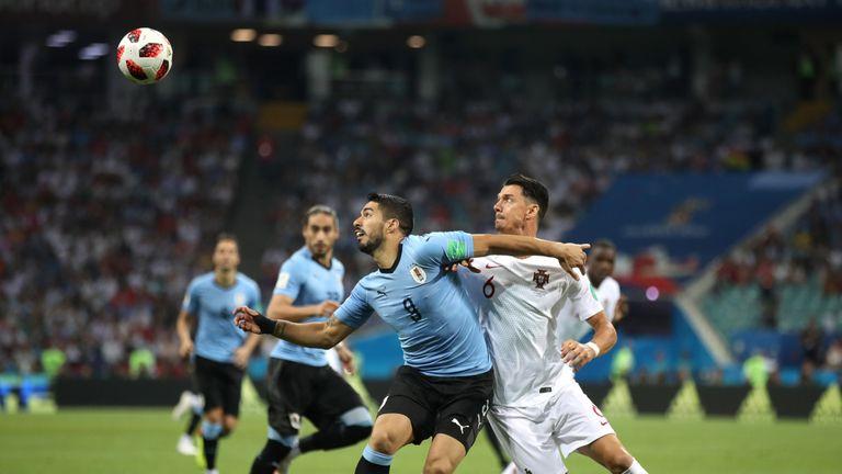Luis Suarez se bat pour la possession