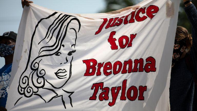 Les membres de la communauté se sont réunis pour un événement Stand 4 Breonna pour demander justice pour Breonna Taylor le 19 septembre 2020 à Austin, Texas