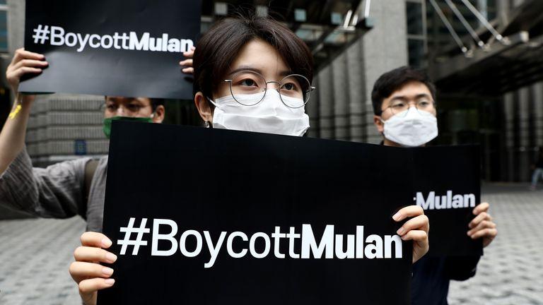 Des partisans sud-coréens des manifestants de Hong Kong participent à un appel au boycott de Mulan