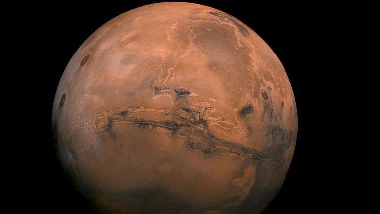 Mars est également connue sous le nom de planète rouge
