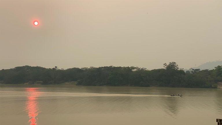 Smog sur la rivière à Sao Felix do Xingu