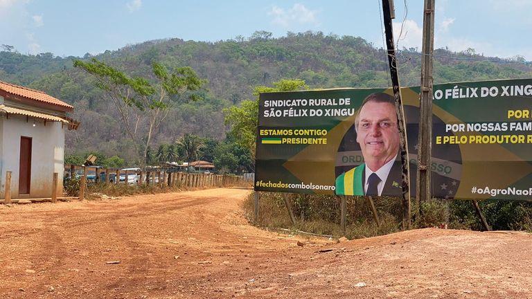 Une affiche soutenant le président Bolsonaro à Sao Felix do Xingu