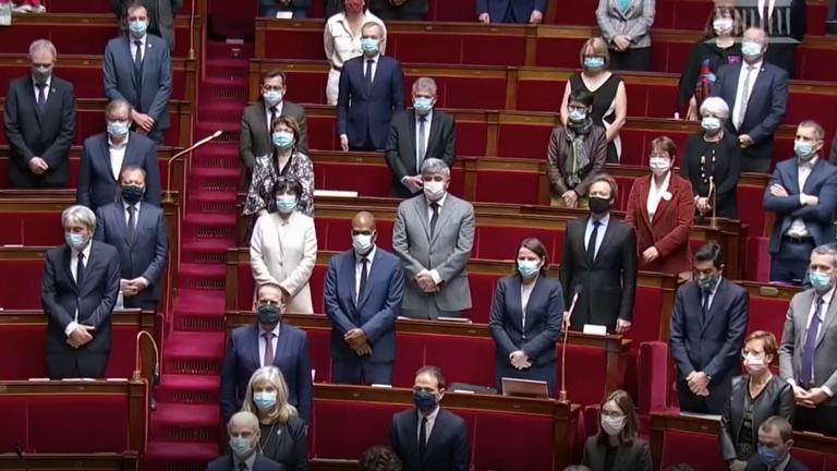 L'Assemblée nationale française à Paris a tenu une minute de silence à la mémoire des victimes de l'attentat de Nice