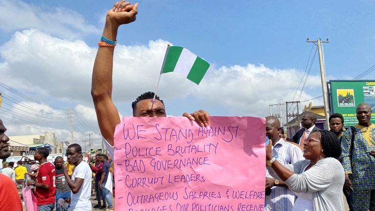 L'État a proposé de dissoudre le SRAS mais les manifestants disent qu'ils font des promesses vaines