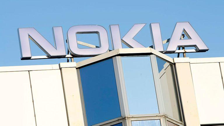 BOCHUM, ALLEMAGNE - 10 FÉVRIER: Le logo de l'usine Nokia est représenté le 10 février 2008 à Bochum en Allemagne.  Le géant de la téléphonie mobile Nokia prévoit de fermer son usine de Bochum, licenciant env.  2 300 employés citant l'augmentation des coûts de main-d'œuvre.  (Photo par Jens Koch / Getty Images)