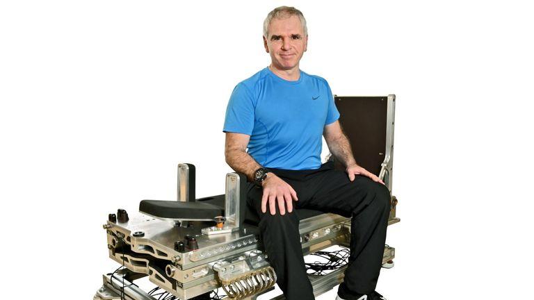 Un nouvel équipement pourrait réduire de 95% le temps nécessaire aux astronautes pour faire de l'exercice avec l'inventeur John Kennett