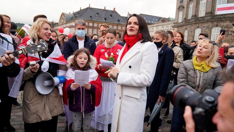 La chef de l'opposition biélorusse Sviatlana Tsikhanouskaya participe à une manifestation organisée par Friends of Belarus à Copenhague, Danemark, le 23 octobre 2020. Emil Helms / Ritzau Scanpix / via REUTERS ATTENTION AUX RÉDACTEURS - CETTE IMAGE A ÉTÉ FOURNIE PAR UN TIERS.  DANEMARK OUT.  AUCUNE VENTE COMMERCIALE OU ÉDITORIALE AU DANEMARK.