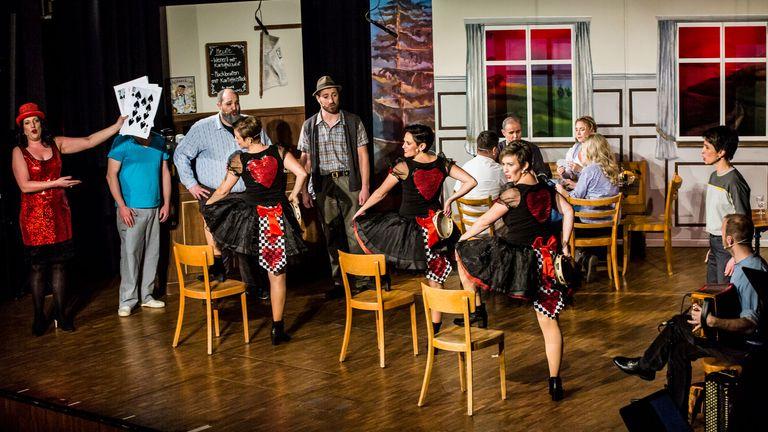 Une comédie musicale yodel est accusée du pire cluster de coronavirus en Suisse.