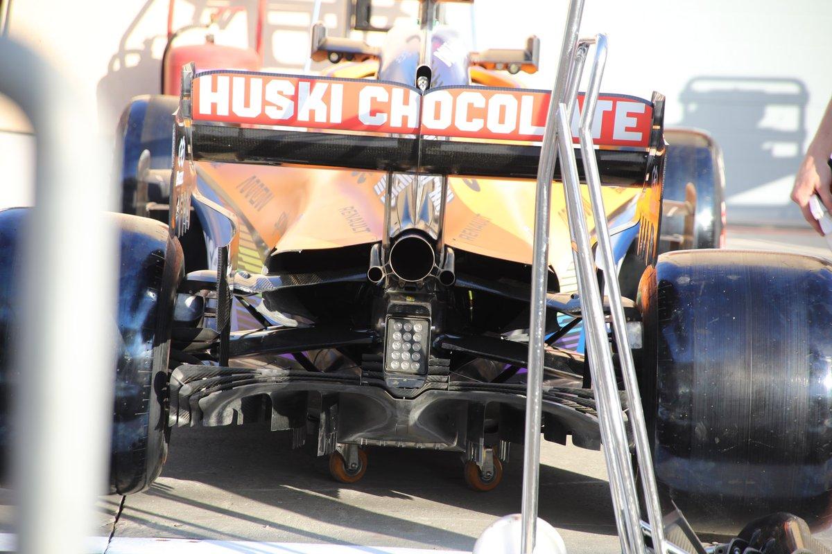 Détail arrière de la McLaren MCL35
