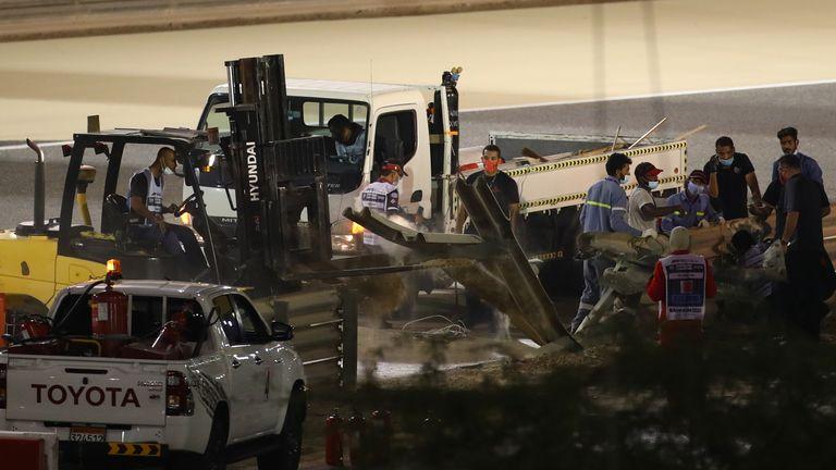 Les stewards sont photographiés sur le site de l'accident
