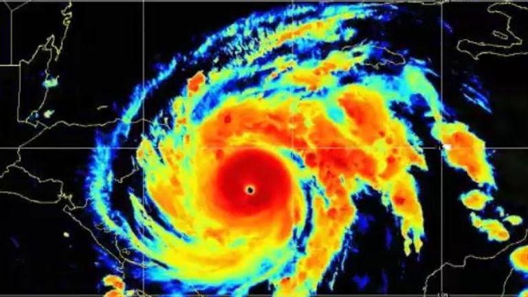 Ouragan Iota.  Pic: NOAA / NESDIS / STAR