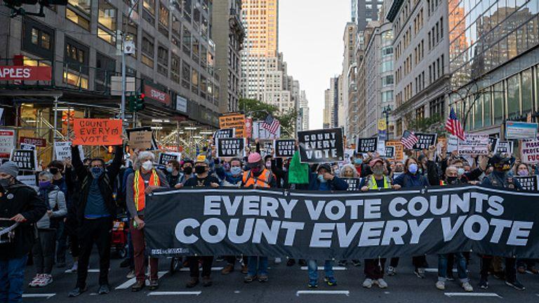Les électeurs mars à New York