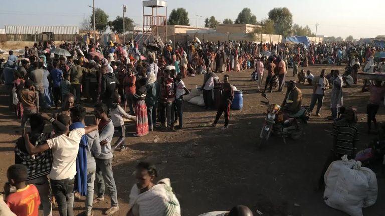 Des milliers de personnes fuyant la région éthiopienne du Tigray traversent la frontière avec le Soudan