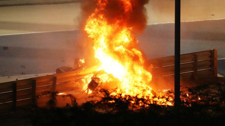 Un incendie est photographié après le crash de Romain Grosjean de France
