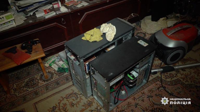 Des dizaines d'ordinateurs ont été utilisés pour faire fonctionner Emotet.  Pic: Police nationale d'Ukraine