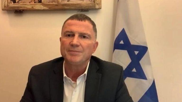 Le ministre de la Santé, Yuli Edelstein, a suggéré qu'Israël n'aiderait les Palestiniens qu'après que tous ses citoyens ont eu le coup
