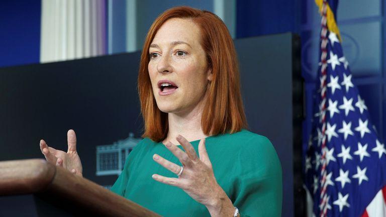 L'attachée de presse de la Maison Blanche, Jen Psaki, s'adresse à des journalistes à la Maison Blanche à Washington, États-Unis, le 25 janvier 2021. REUTERS / Kevin Lamarque
