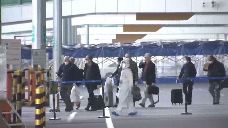 Une équipe mondiale de scientifiques dirigée par l'Organisation mondiale de la santé est arrivée jeudi 14 janvier dans la ville centrale de Wuhan, en Chine, pour enquêter sur les origines de la pandémie de coronavirus.